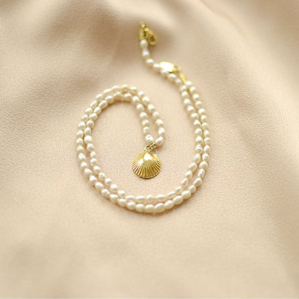 collar de perlas y concha-blingbling