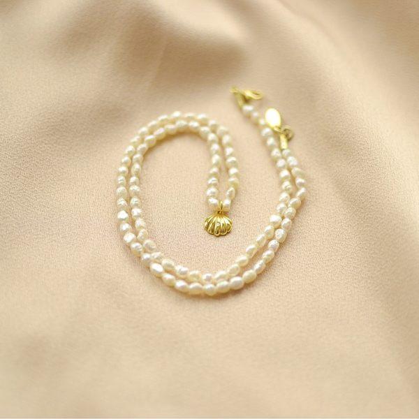 collar de perlas y miniconcha-blingbling